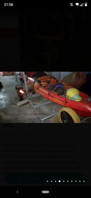 kayak con motor juntos