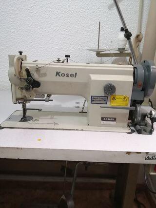 Vendo máquina de coser de triple arrastre