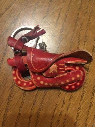 Llavero de moto de cuero artesanal