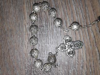 Pulsera rosario rosas cruz Cristo Vaticano Roma