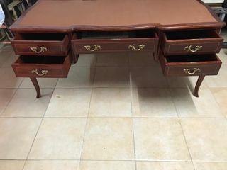 Mesa clásica de despacho