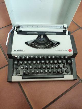 maquina de escribir antigua en perfecto estado