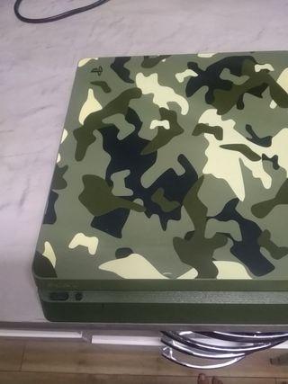PS4 edición limitada con dos mandos competitivos