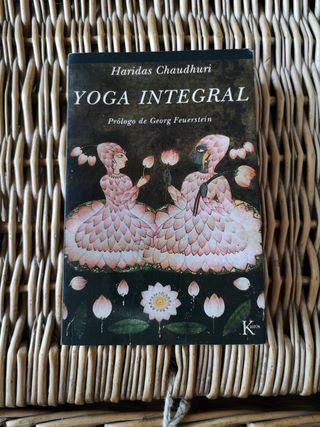 Libro Yoga Integral de Haridas Chaudhuri