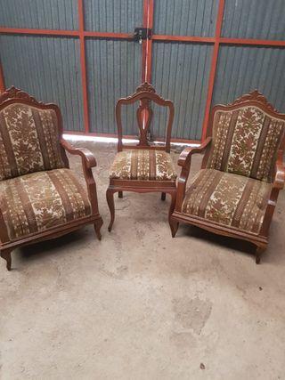Dos sillones y una silla