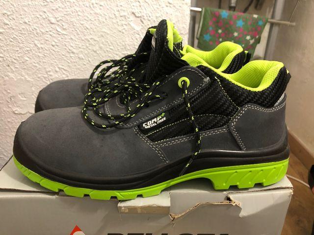 Zapatos de seguridad casi nuevo