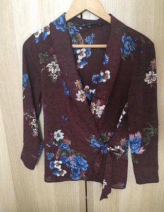Blusa mujer flores marca Zara