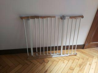 Puerta / Barrera de seguridad blanca con extensión