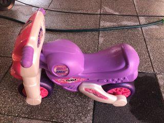 CORREPASILLOS-MOTO FEBER en color rosa-morado