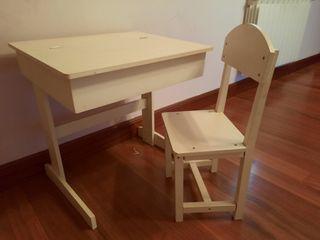 pupitre, silla y banco de madera