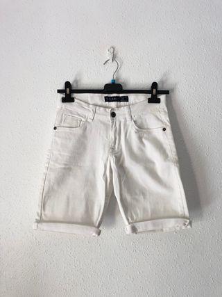 Pantalón corto vaquero.