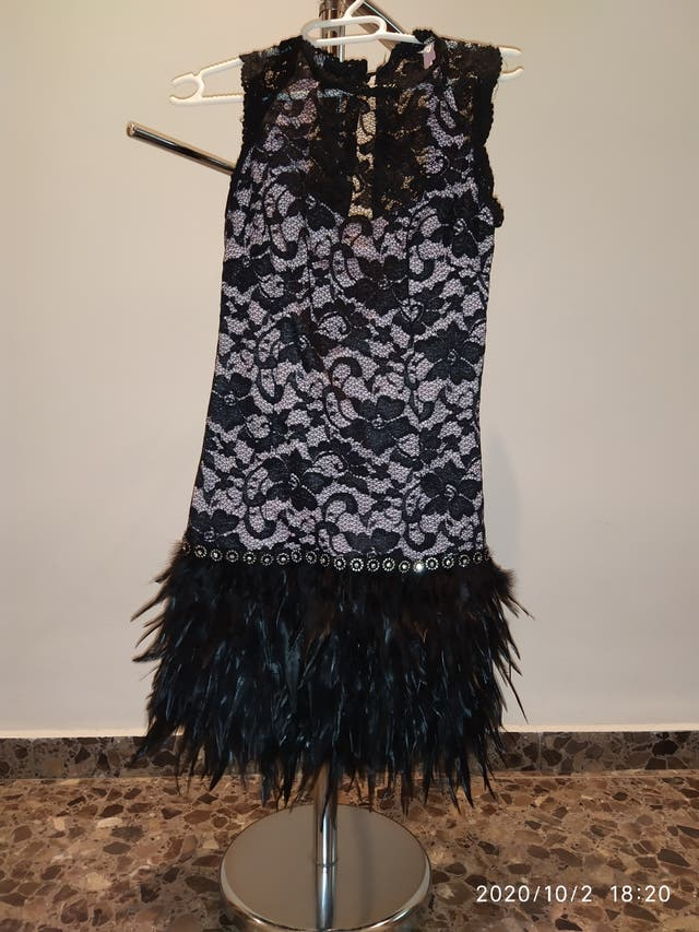 vestido de plumas