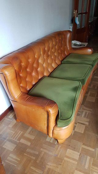Sofá chester de piel y madera vintage