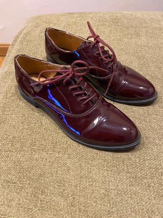 Zapatos planos charol con cordones