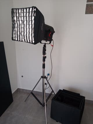 Foco Fresnel LED RAYZR 7 300w daylight + trípode