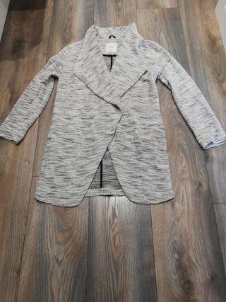 chaqueta larga de punto fino. elegante