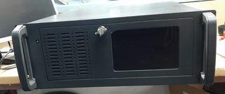 PC en caja Rack