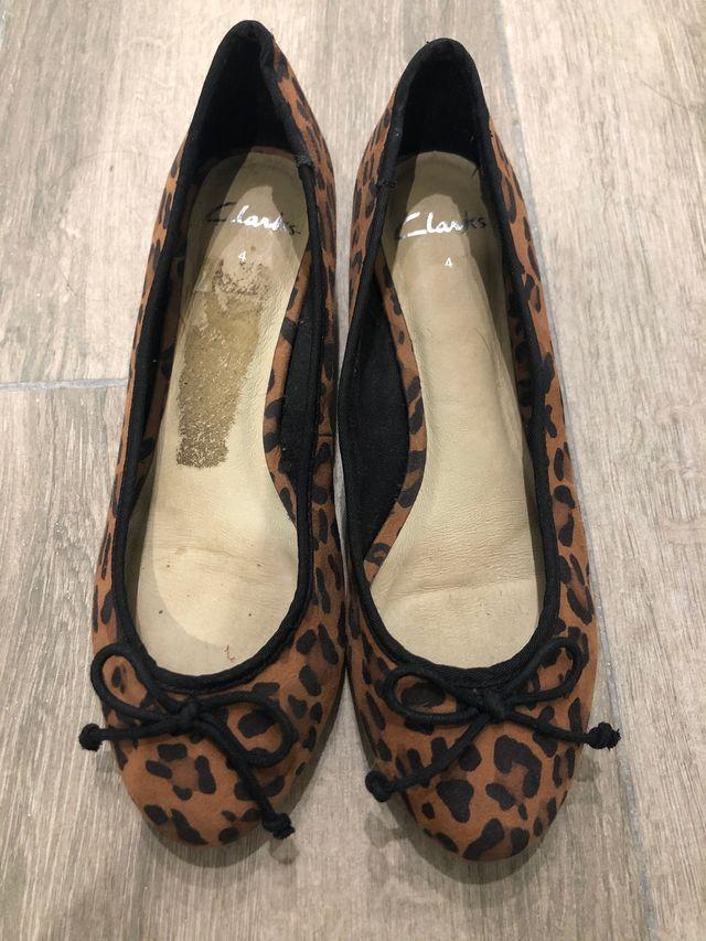 Manoletinas leopardo Clarks