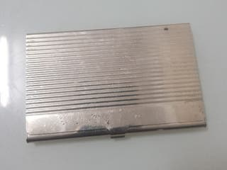 Antiguo tarjetero de aluminio plateado de bolsillo