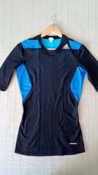 Bonita camiseta Adidas Techfit