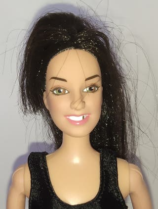 Spice Girls Mel C muñeca Barbie chandal negro.