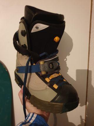 tabla de snowboard y botas