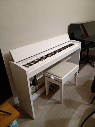 Piano digital blanc