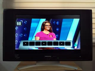 "TELEVISIÓN GRUNDING 26"""