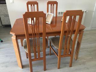 Mesa extensible de comedor con 4 sillas