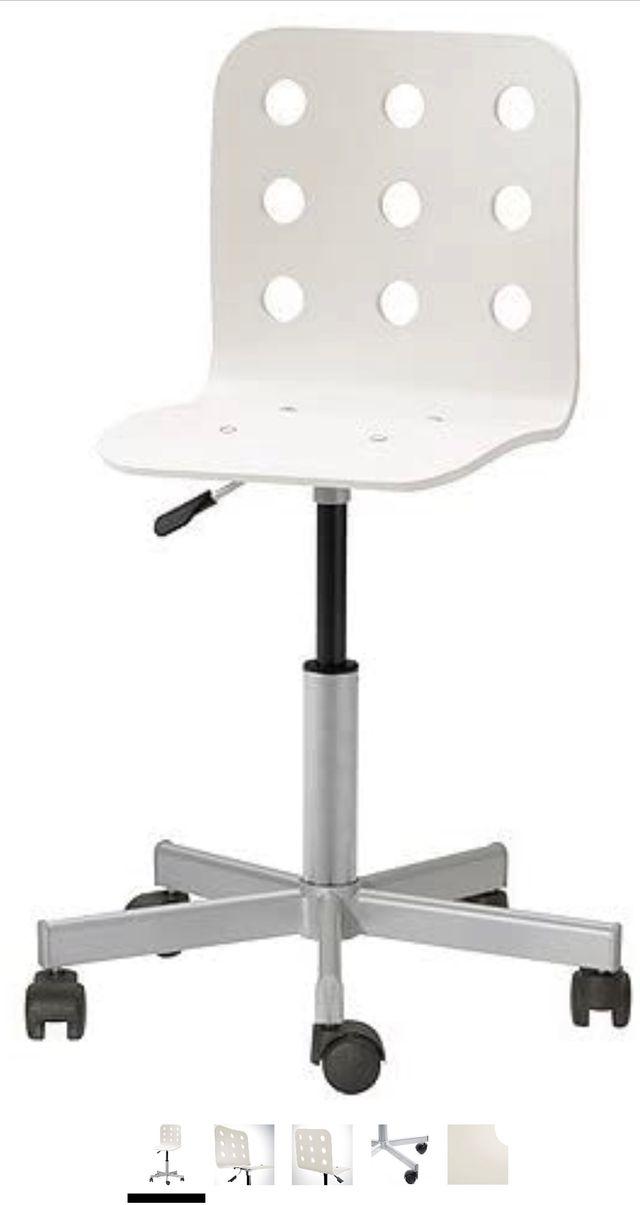 Silla blanca Ikea con ruedas escritorio