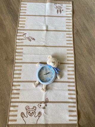 Alfombra y reloj para la habitación de bebé