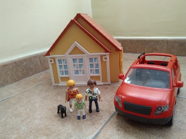 casa y coche de playmobil.