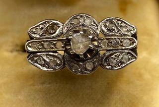 Anillo Art Deco oro 18 kt y diamantes