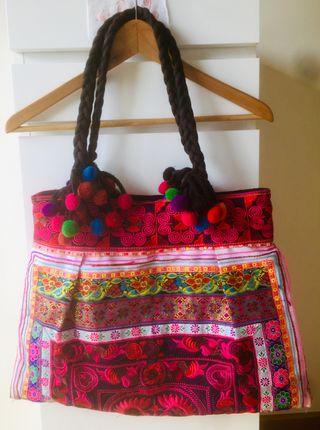 Bolso mexicano bordado a mano. Una pieza artesanal