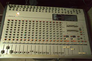 Mesa mezcladora y 2 Altavoces