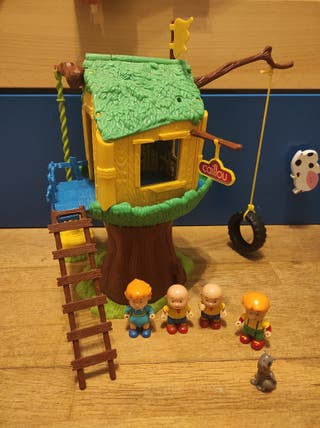 casa del árbol de caillou