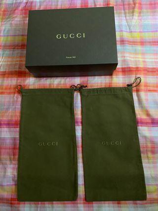 Fundas y caja de Gucci