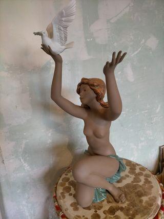 Figura mujer desnuda con Paloma 56/20
