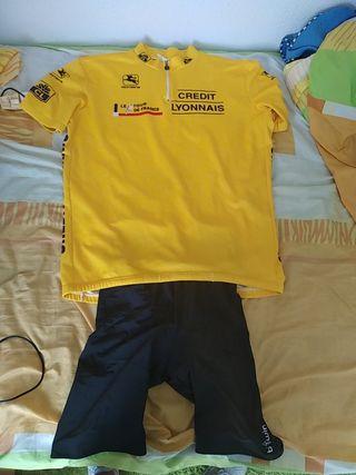 camiseta y pantalón ciclismo