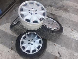 """Llantas Mercedes -Benz 16""""."""