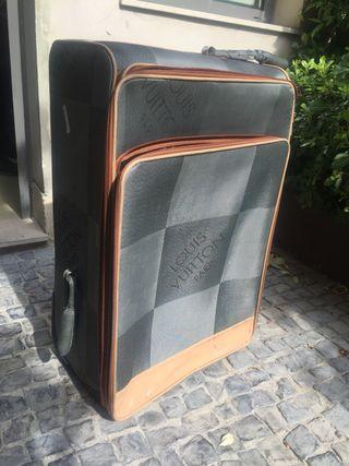 Maleta Louis Vuitton usada con defectos