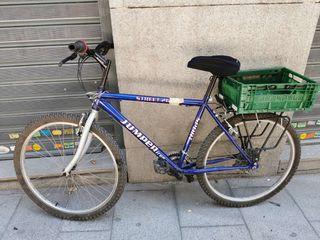 Bicicleta deportiva azul