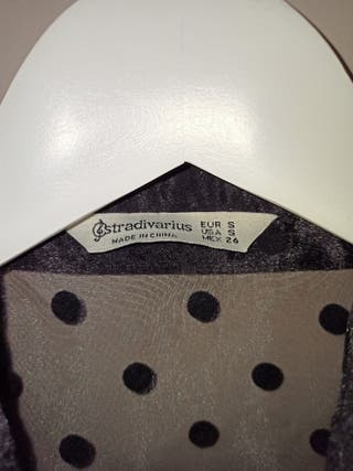 Blusa de organza de lunares Stradivarius