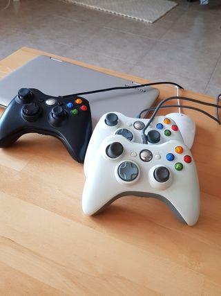 Tres mandos de Xbox