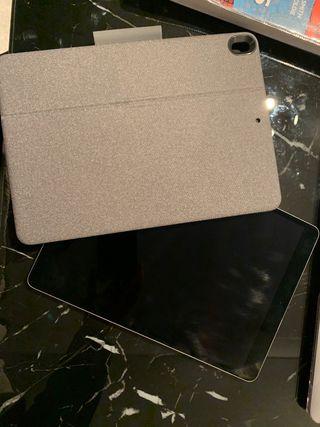 iPad Pro 10.5 And Logitech Keyboard and Apple Pen