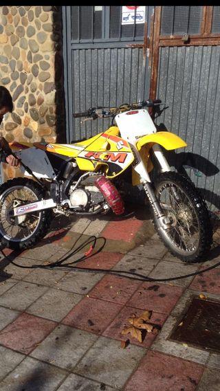 Suzuki RM 250 y karts
