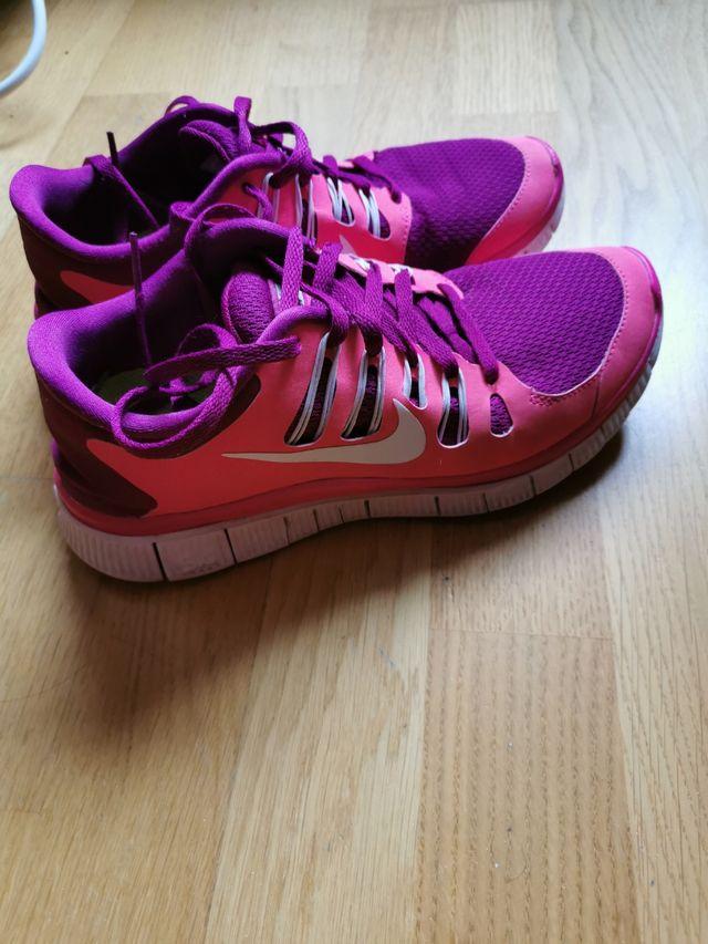 escalada caldera Debería  Zapatillas Nike free 5.0 rosa de segunda mano por 15 € en Huarte en WALLAPOP