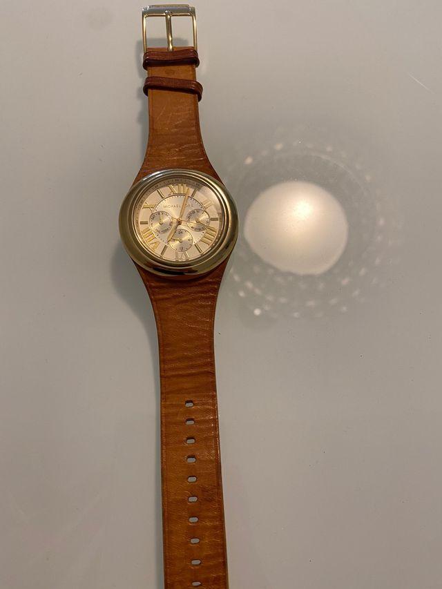 Reloj michael kors dorado con piel marrón