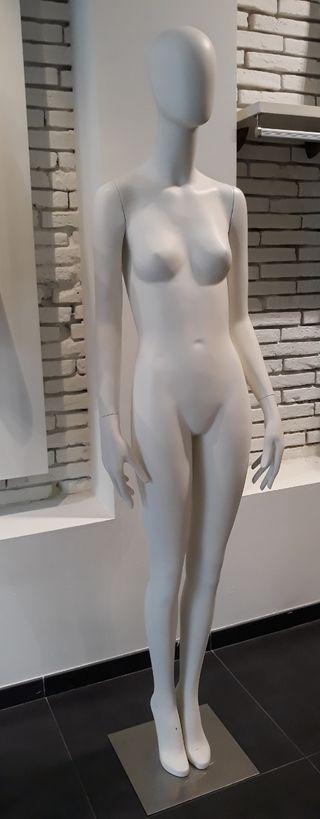 Maniquí de mujer blanco