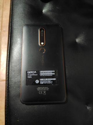 Nokia 6.1 negro y dorado